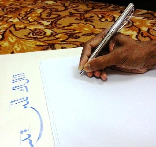 الاســـم:قلة المسافة بين الأصابع ورأس القلم.jpg المشاهدات: 2722 الحجـــم:87.2 كيلوبايت